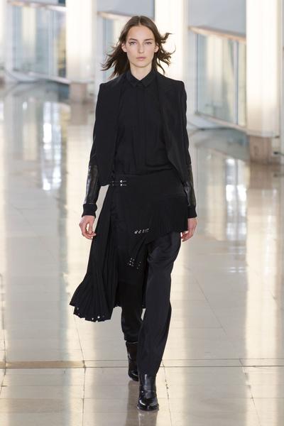 Показ Anthony Vaccarello на Неделе моды в Париже | галерея [2] фото [32]