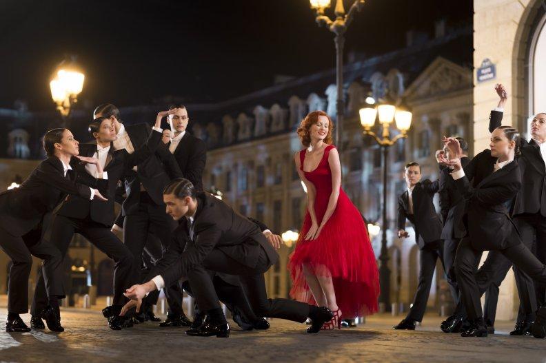 Карен Элсон в музыкальном видео Cartier
