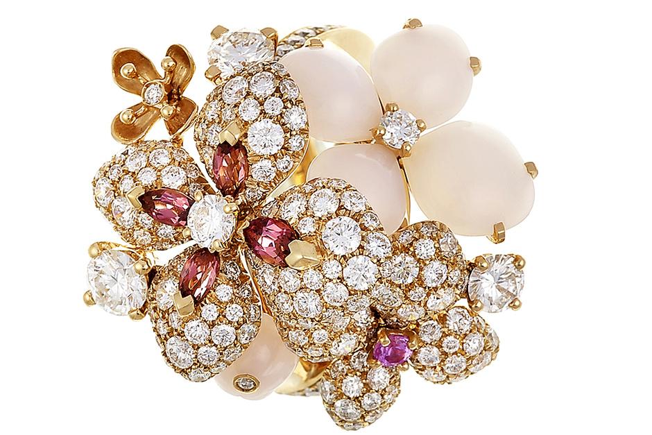 Кольцо Hortensia, розовое золото, опалы, сапфиры, турмалины, бриллианты, Chaumet, 1 664 600 руб.