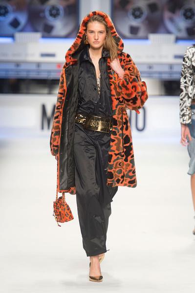 Показ Moschino на Неделе моды в Милане | галерея [4] фото [6]