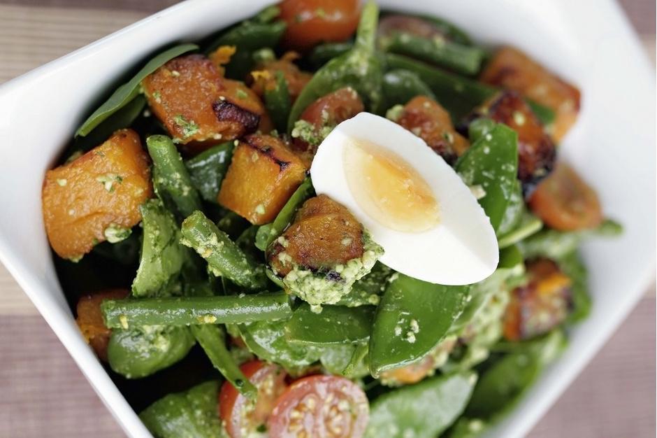 Салат из тыквы с зеленой фасолью и томатами черри