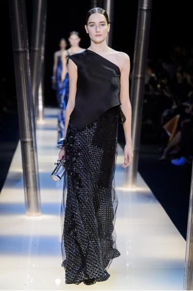 На Неделе высокой моды в Париже прошел юбилейный показ Giorgio Armani Prive | галерея [2] фото [4]