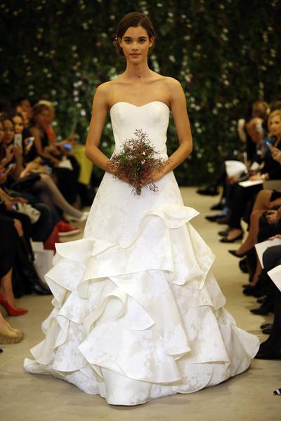 Показ Carolina Herrera на Неделе свадебной моды в Нью-Йорке | галерея [1] фото [3]