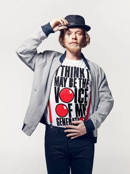 Известные дизайнеры создали футболки ко Дню красного носа | галерея [2] фото [10]
