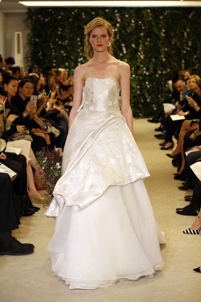 Показ Carolina Herrera на Неделе свадебной моды в Нью-Йорке | галерея [1] фото [11]
