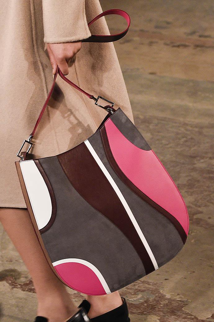 10 самых красивых сумок с мировых Недель моды