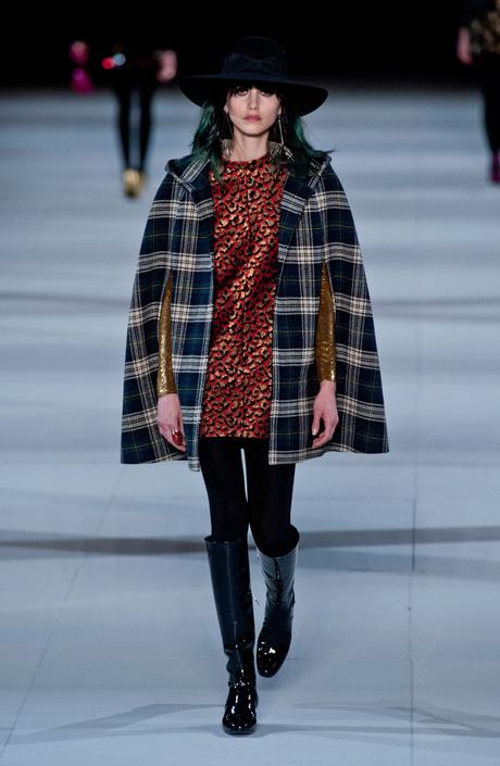 показ saint laurent на неделе моды в париже