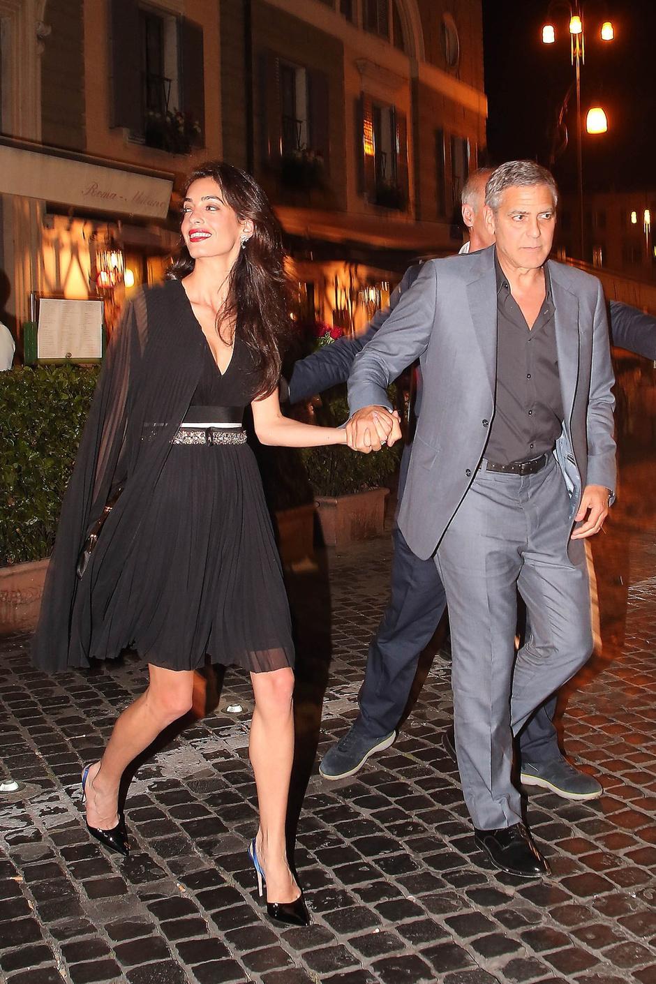 Фото дня: Джордж и Амаль Клуни на свидании в Риме