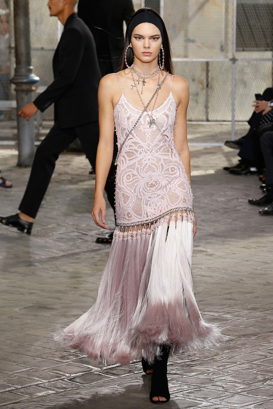 Кендалл Дженнер на показе Givenchy весна-лето 2016
