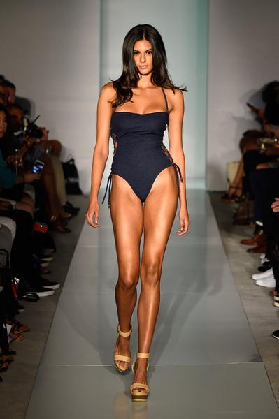 50 самых сексуальных купальников с Недели пляжной моды в Майами | галерея [1] фото [16]
