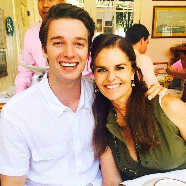 Патрик Шварценеггер с мамой: фото