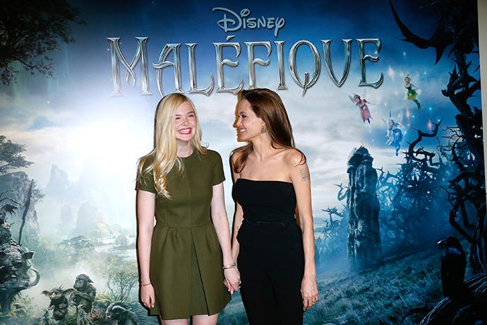 Эль Фэннинг и Анджелина Джоли фото