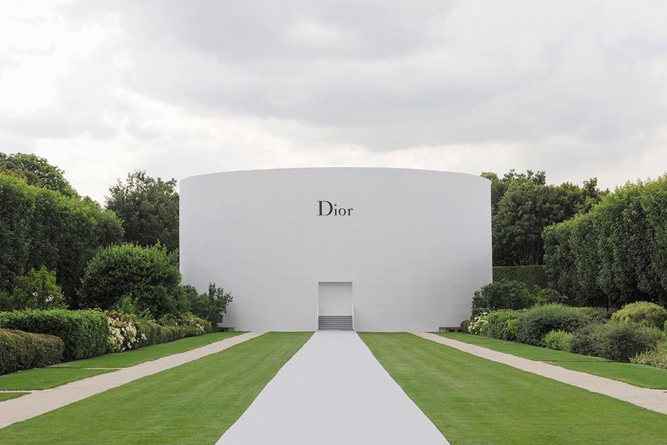 Показ коллекции Dior в Париже