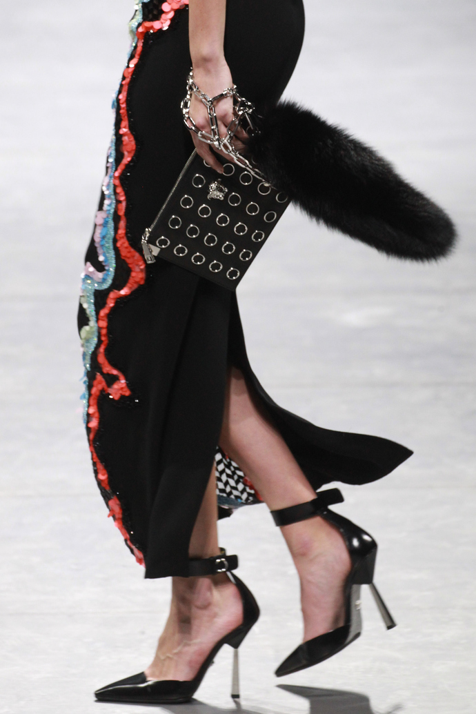 Ирина Шейк, Джиджи Хадид, Кендалл Дженнер и другие звездные модели на показе Versace
