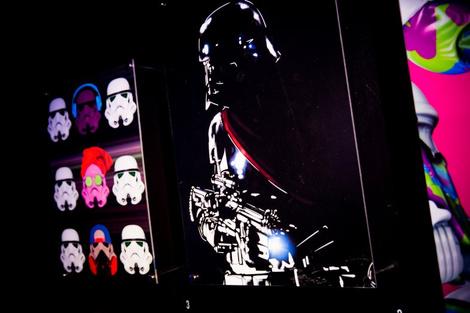 Идут на штурм: в «Цветном» открылась выставка в честь «Звездных войн» | галерея [1] фото [7]