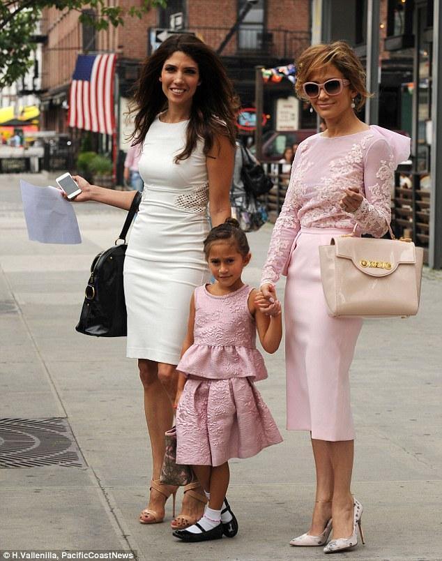 Дженнифер Лопес с дочерью Эммой и сестрой Линдой