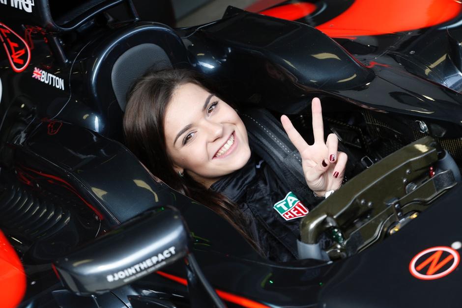 Часы TAG Heuer Formula 1 — выбор Аделины Сотниковой