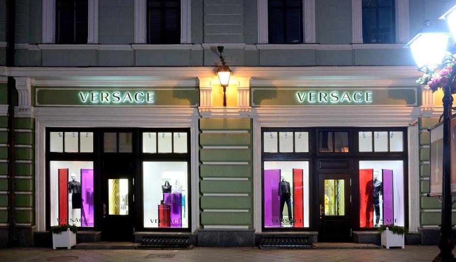 Донателла Версаче выпустила специальную модель сумки к открытию московского бутика