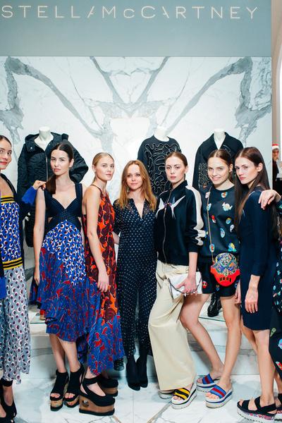 Стелла МакКартни с моделями на открытии бутика в Москве