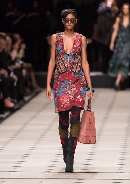 Показ Burberry Prorsum на Неделе моды в Лондоне | галерея [1] фото [22]