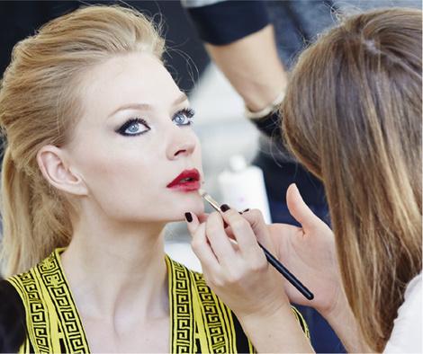 Star Trends: Светлана Ходченкова в модных бьюти-образах нового сезона | галерея [2] фото [2]