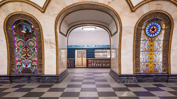 """Станция метро """"Новослободская""""."""