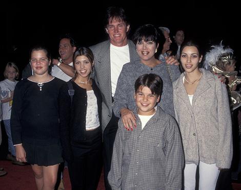 Хлое, Кортни, Ким и Роб Кардашьян с родителями Крис и Брюсом Дженнер