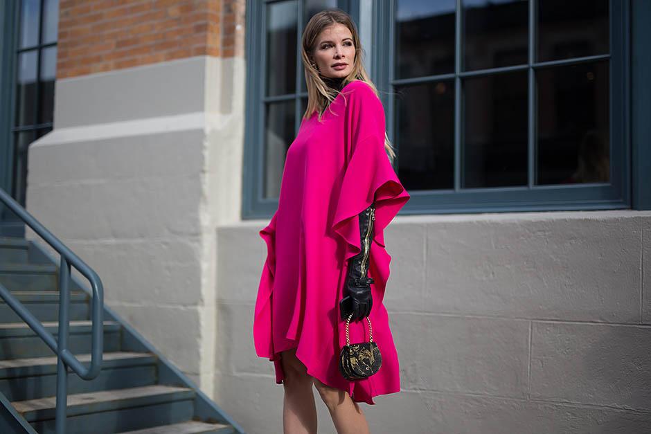 8. Розовое платье