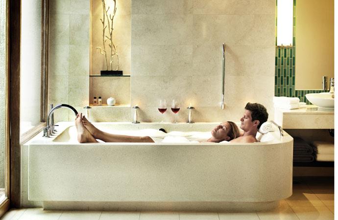 Секс в ванне втроем видео
