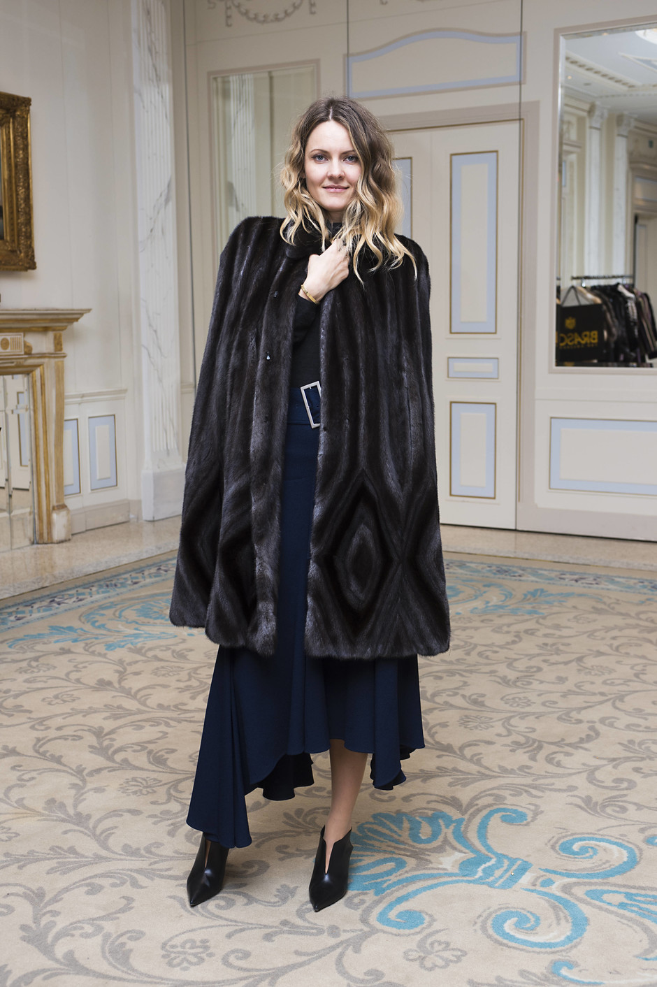 Знаменитости примерили пальто и шубы Braschi