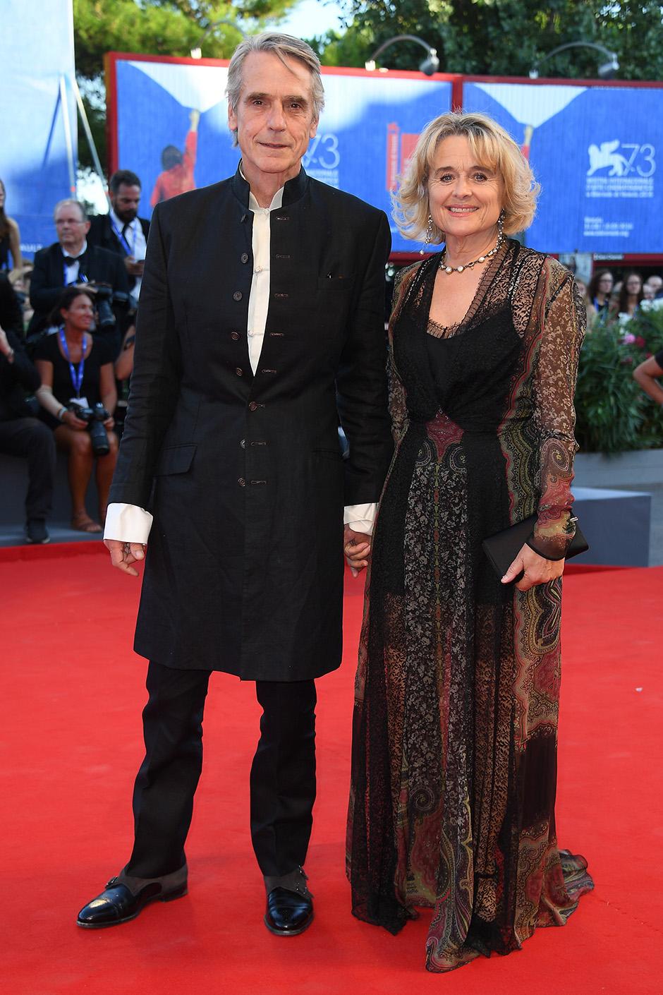 Джереми Айронс с супругой Шинейд Кьюсак венецианский кинофестиваль 2016
