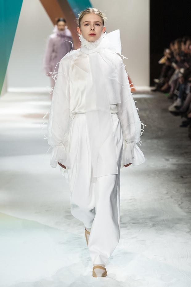 Новый способ носить шарф будущей осенью от Roksanda (фото 4)