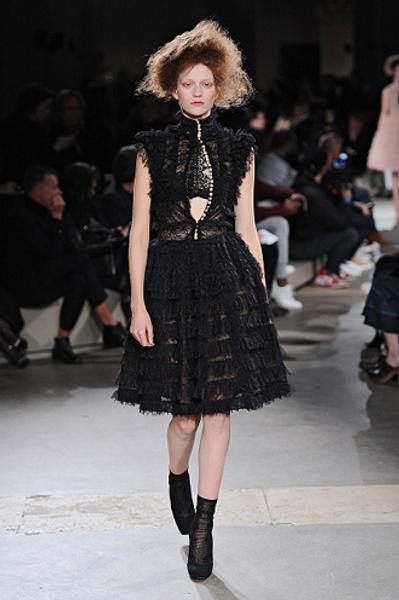 Неделя моды в Париже: показы Alexander McQueen и Paul & Joe ready-to-wear осень — зима 2015-2016 | галерея [1] фото [7]