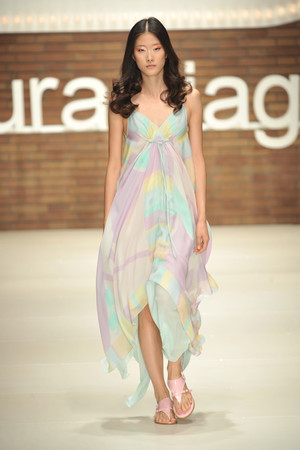 Показ Laura Biagiotti коллекции сезона Весна-лето 2009 года Prêt-à-porter - www.elle.ru - Подиум - фото 82562