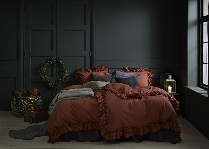 Зима, приходи! Новогоднее настроение в спальне (фото 24)