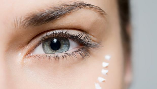 Как правильно пользоваться кремом вокруг глаз