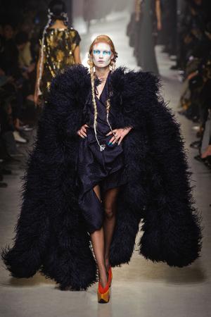 Показ Vivienne Westwood коллекции сезона Осень-зима 2013-2014 года Prêt-à-porter - www.elle.ru - Подиум - фото 537650
