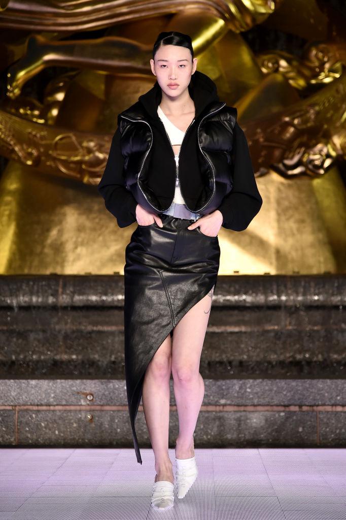 Юбки и шорты «от бедра» Alexander Wang, которые свели с ума всех моделей (фото 11)