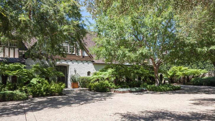 Бывший дом Брэда Питта и Дженнифер Энистон выставлен на продажу (фото 2)