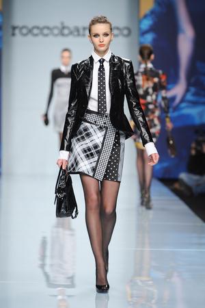 Показы мод Roccobarocco Осень-зима 2012-2013 | Подиум на ELLE - Подиум - фото 1526