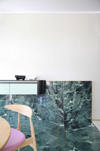 Переливы мрамора: необычный интерьер миланской квартиры (фото 6.1)