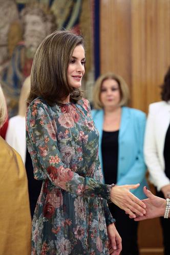 Гардероб монархов: новый выход королевы Летиции в платье Zara фото [3]