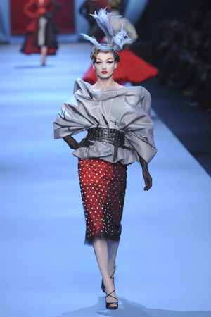 Показ Christian Dior коллекции сезона Весна-лето 2011 года haute couture - www.elle.ru - Подиум - фото 214950