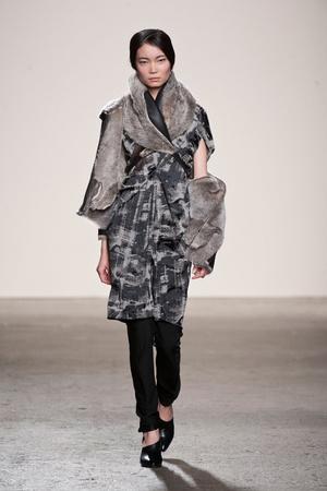 Показ Zero + Maria Cornejo коллекции сезона Осень-зима 2013-2014 года Prêt-à-porter - www.elle.ru - Подиум - фото 489380