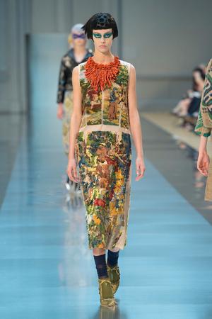 Показ Maison Martin Margiela коллекции сезона Осень-зима 2015-2016 года haute couture - www.elle.ru - Подиум - фото 597267