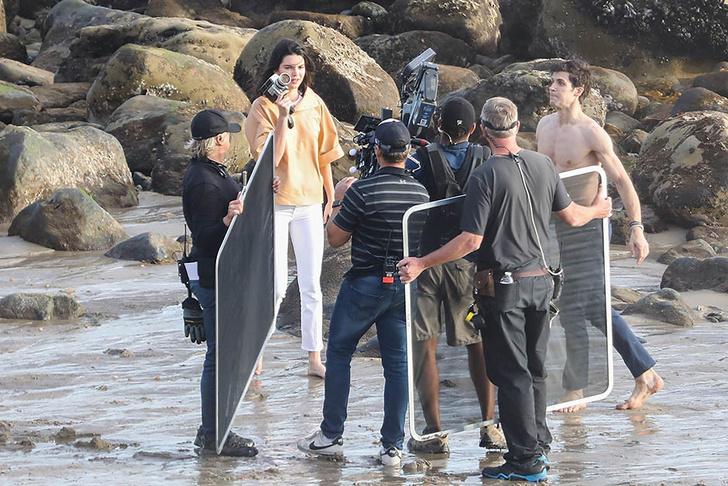 Кино или реальность? Кендалл Дженнер в объятиях незнакомца на пляже фото [3]