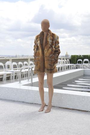 Показ Maison Martin Margiela коллекции сезона Осень-зима 2009-2010 года Haute couture - www.elle.ru - Подиум - фото 88131