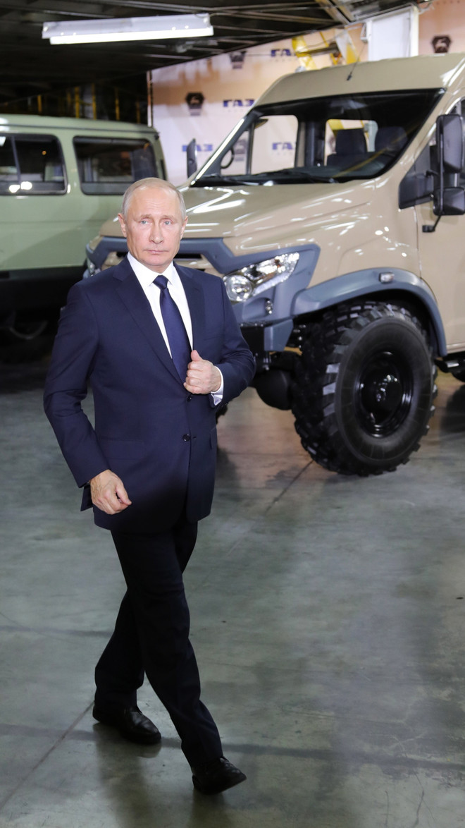 Владимиру Путину - 66 лет: стиль президента в лучших фотографиях (фото 12)