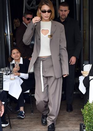 Добавить цвета: носите деловой костюм, как Белла Хадид (фото 6.2)