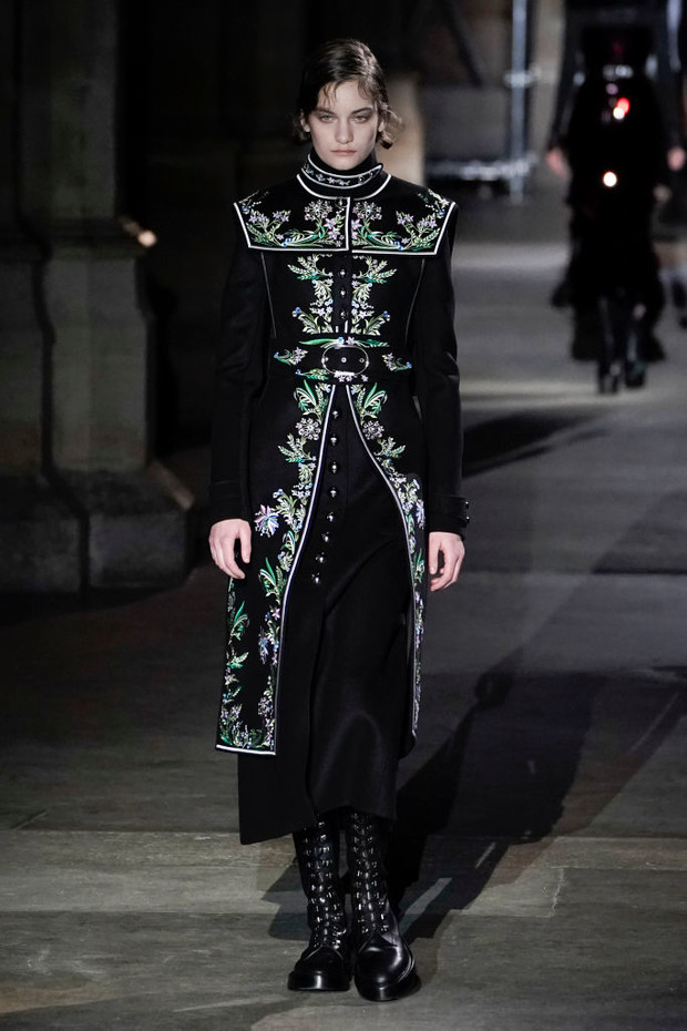 Знай наших: 11 выходов модели Алины Болотиной на Неделе моды в Париже (фото 5)